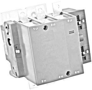 Електричні кола в залежності від споживачів струму проектуються під рухові або слабоіндуктівние навантаження. При включенні електродвигунів виникає потужний пусковий струм, що перевершує номінальні робочі параметри в кілька разів. Трифазний контактор призначений для вирішення цієї проблеми і забезпечує безпечний пуск і відключення потужних споживачів. Для мереж освітлення або побутової техніки достатньо більш простих апаратів, розрахованих на слабоіндуктівние навантаження малої потужності.