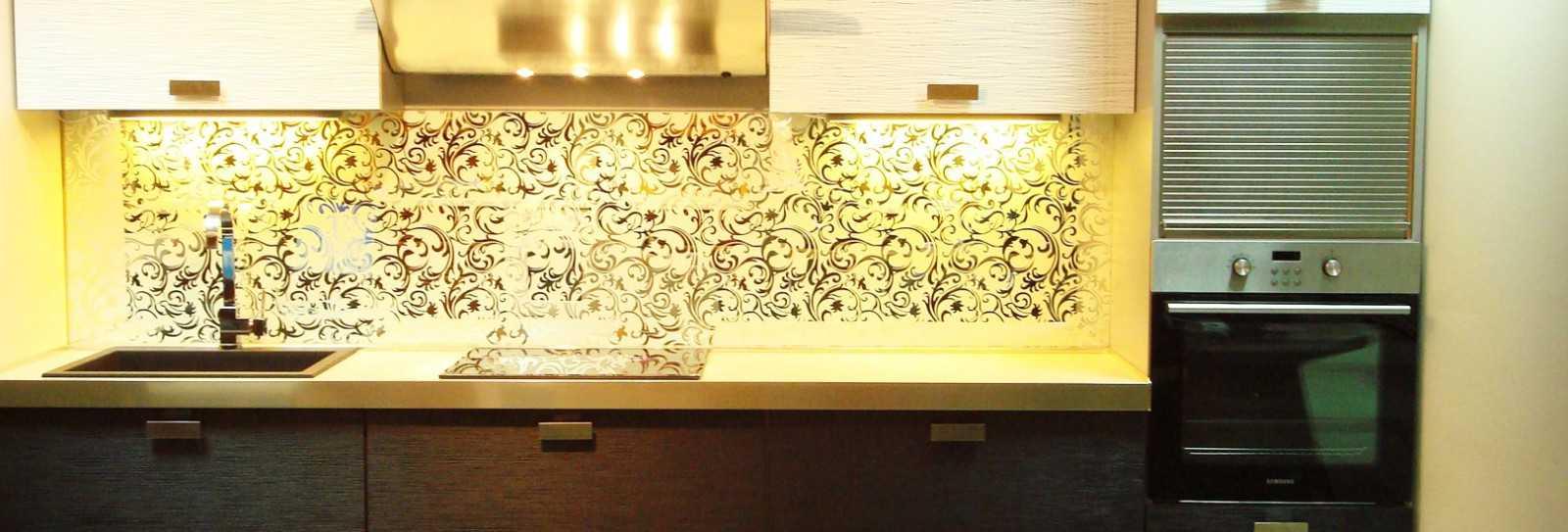 Скинали и светодиодные точечные светильники – новая жизнь для кухни